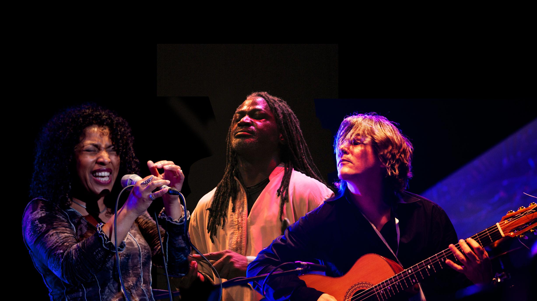 Boi Akih Trio speelt Liquid Songs